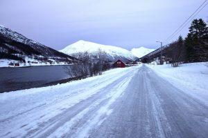 snedækket vej på island